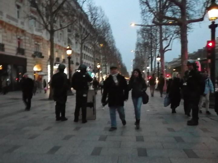 CRS aux Champs Élysées