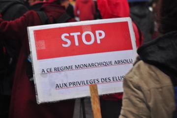 Stop à la monarchie et aux privilèges