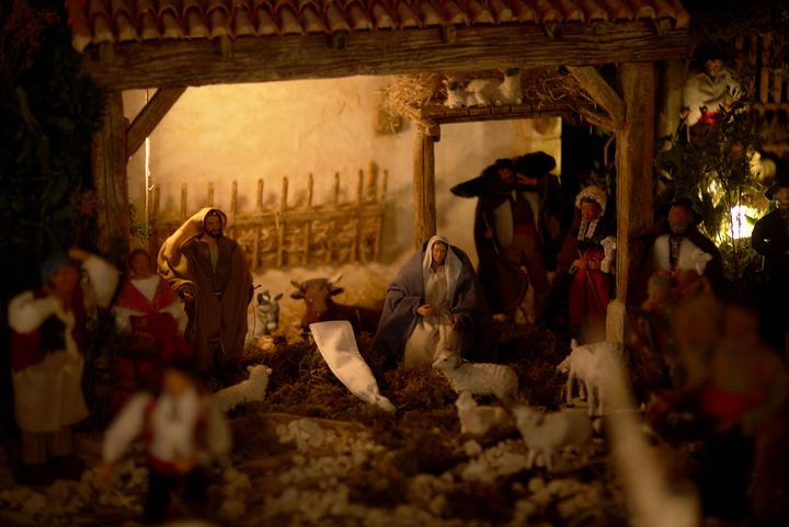 Crèche provençale: La sainte famille attendant l'enfant